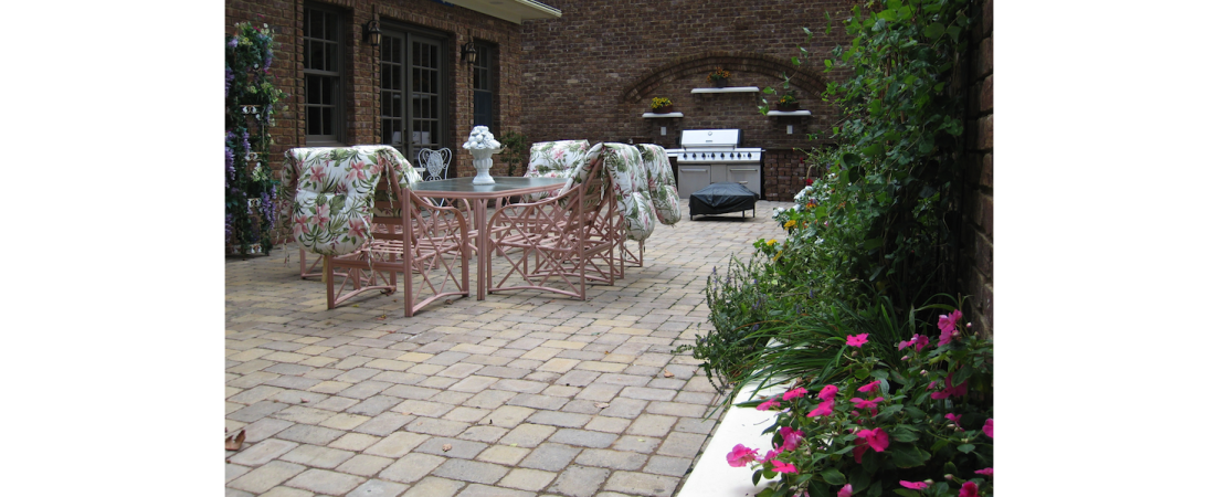new-york-architect_residential-home_private-patio_02-1100x450.png