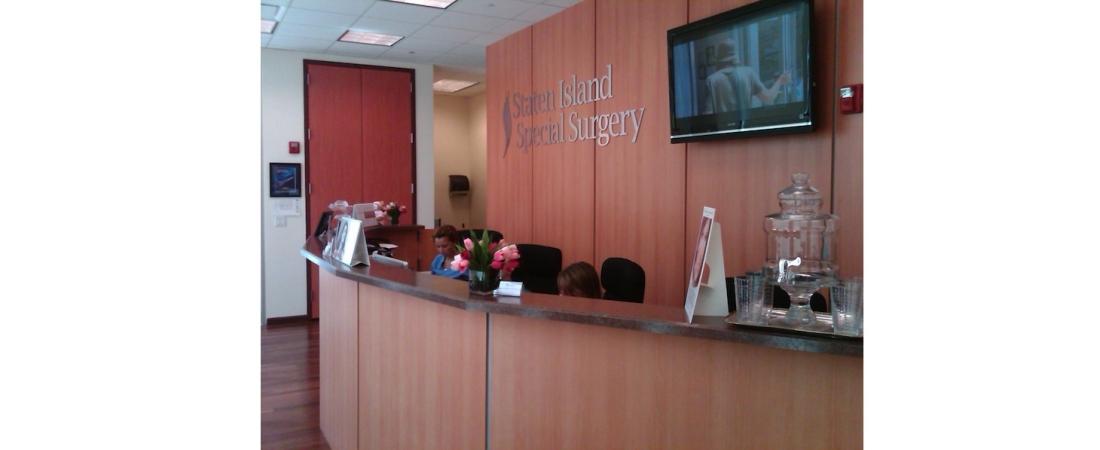 new-york-interior-designer_commercial_Medical-Center-Reception-Desk-1100x450.jpg
